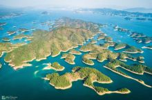 航拍下的千岛湖,1078个岛屿,星罗棋布,绝美的水天一色的风光,犹如一个仙境的世界,还拍到了一个心心