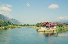 南松河是万荣著名的漂流地,河面比较宽阔,有激流和静水,全程漂流约13公里。漂流有两种,你可以选择用一
