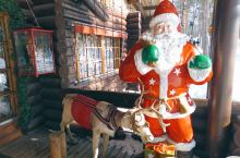 罗瓦涅米被称为圣诞老人的故乡,闻名世界的圣诞老人村位于罗瓦涅米以北8公里市郊边缘处的北极圈上。此外,