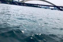 听说水很白。