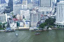 曼谷半岛酒店基本每间房都可以看到湄公河,我住的房间视角很宽阔,躺床上都可以看到江景。一般给小费50马