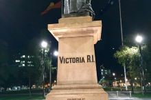 维多利亚广场 Victoria Square 位于阿德莱德市区的正中心,广场是以19世纪80年代英国