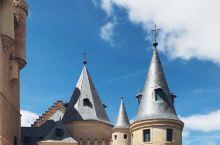 白雪公主的城堡阿尔卡萨尔城堡  据说这里是迪士尼动画《白雪公主》城堡的原型城堡屹立于托莱多的最高处