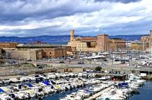 馬赛,是法国南部之重要海口城市,其舊港古蹟處處,十分值得参观。