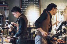 「来回咖啡」广州网红咖啡馆探店,水泥工业ins  在广州天河区的闹市里,有一处别样安静的咖啡馆,名字