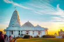 大理石建成的寺庙,见过么 世界上的寺庙之众多已经是数不过来的程度了,由此可见印度教的文化影响是多么的