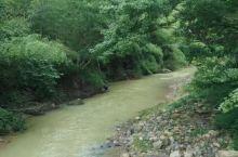 从化影村坐落在美丽的山水之间,风光旖旎。良口镇影村至吕田镇古田村,是广东最美的乡村徒步。越过小溪,穿