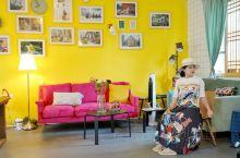打卡中国最有文化的民宿。 这座民宿的主人是一位很多title的年轻女作家,包括中国作协最年轻会员等,