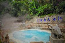 这些温泉是由于当地的火山活动而形成的。据专家调查,腾冲境内现在还保留着最年轻的火山群——第四纪火山,