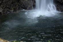 龙井峡,原名龙井河,是皖西最大的瀑布群。峡谷位于安徽省六安市霍山县境内大别山主峰白马尖东北侧,离白马