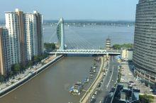 芜湖地标,长江入口,左右两座塔古今贯通,有点意思,微缩版的迪拜帆船,呵呵