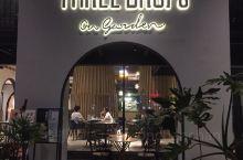 位於東城新世界花園地舖的一家西餐廳,以義大利西班牙菜為主,薄披薩和海鮮燴飯個人比較喜歡,巧克力心太軟