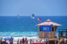 冲浪者乐园——亨廷顿海滩 亨廷顿海滩位于洛杉矶,有15公里的海岸线,亨廷顿海滩的西面有圣卡塔利娜岛,