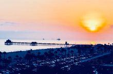 加州的海边 离洛杉矶不远 北太平洋 冲浪 戏水 很美