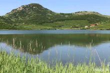 嵛山岛,把美留在鱼鸟客栈。嵛山岛远离城市喧嚣,岛上民风淳朴,一登岛便格外轻松,白天上天湖,赏山海湖草