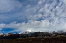 念青唐古拉山 从拉萨去纳木错 走青藏公路 早早就看到了念青唐古拉山的主峰 山虽然显得不很高 想想也是
