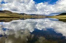 隆宝湖位于玉树藏族自治州隆宝镇东,蓝天,白云,碧水,湖光山色,隆宝湖就像草原中的一颗明珠!