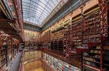 很古老的图书馆,好多的藏书都是百年的历史