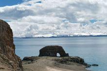 圣象天门,它静静地藏匿于纳木错的北岸,隔着圣湖与念青唐古拉对望,这是老西藏心中深藏的天边秘境,也是西