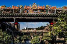 陈氏书院,俗称陈家祠,位于广州市中山七路。陈氏书院筹建于清光绪十四年(1888),二十年(1894)