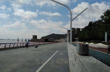 海滨大道其实就是防浪堤