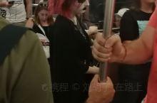 【地铁众生相】 要想了解一个地方的人,搭一趟地铁,绝对是个好方法! 这不,暑假在雅典,我从宪法广场到