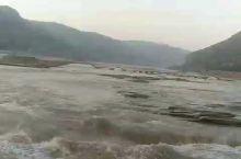 壶口瀑布在山西吉县能有直观感受,如果单独旅行,坐火车到临汾站下车,那有直通壶口的旅游大巴 72元一位