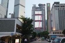 香港康乐广场位于中环商业闹市中心,离摩天轮和维港码头不远,妥妥的摩天大厦,这里是很多国外的外交机构驻