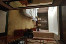 十一一家人去山东游玩,跟着旅行社走第一天从孔府往泰山回,路过肥城晚上就住在了宝盛大酒店,导游介绍这是