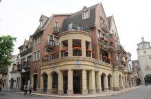这里实际上是一个以五星级度假酒店--广州九龙湖公主酒店为主题建设的九龙湖度假村,度假村营造了一个欧洲