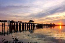 在曼德勒待了几个晚上,去了两次乌本桥,一次是在桥这头,游客最多的地方,也算是看日落角度比较好的地方,