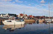 维肯Viken是瑞典科斯纳省Skåne County西部的海滨村庄,小船停靠区Vikens Hamn