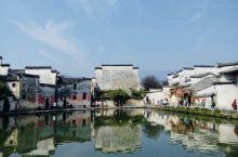 宏村是一个入画的地方,一步一景,举起相机就是一副古徽州画卷。随着旅游业的发展,小小的宏村焕发光彩,2