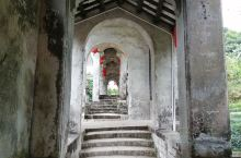 玉林市陆川县的谢鲁山庄的设计全部出自山庄的主人吕芋农之手,他根据《嫏嬛记》中描述的神仙洞府和《红楼梦