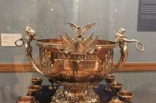这是在亚利桑那州菲尼克斯博物馆里看到的精致的银器,很喜欢