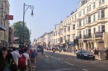 与英国其他城市大都将大教堂作为城市的中心不同,布莱顿标志性建筑是英皇阁(Royal Pavilion