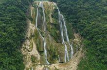 滴水滩瀑布位于黄果树瀑布以西6公里,关岭县境内,瀑布总高410米,为黄果树瀑布的六倍,最下层130米