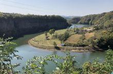 丹东宽甸的玄武湖,已第二次游玩,三个时期的火山爆发,玄武岩浆沿着蒲石河断裂喷发,最终形成了直立的六方