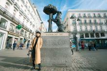 太阳门广场是马德里C位中的C位,原本只是一座城墙,却因占据太阳每天升起的有利地形而被赋予新的名称。