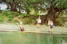 河边戏水、宝塔镇河妖、鹅卵石小路,可能会遇到你的意中人。