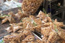 逛清迈门市场,品种繁多价格实惠 就是好像木有发现有苹果卖