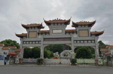 红军突破湘江烈士纪念碑园坐落于桂林市兴安县城狮子山,占地10万平方米,免费开放,主要纪念建筑有大型群