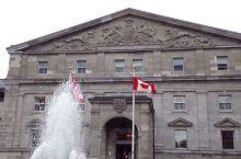 是一座维多利亚式的建筑。与白宫、白金汉宫等其他国家的国家元首府邸相比,丽多厅显得朴素而谦虚,但充满庄