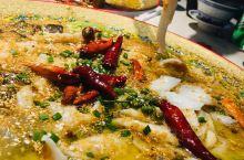 吃过一次就圈粉的酸菜鱼没有别家了! 老板敢打榜点评全城酸菜鱼排名第一,吃过一次之后就知道老板真的不是
