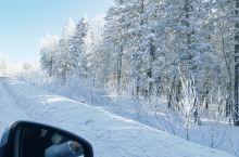 长白山独特的冬季风景,开车沿途全是美景和故事,一路到长白山脚下,进驻皇冠假日,早上醒来呈现在窗前的就