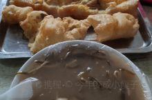河南商丘特色小吃,胡辣汤,鸡蛋油条。