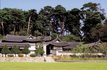 在镜浦湖的周边有两处大规模的韩屋建筑,而且都是韩剧拍摄地,一处是拍摄《师任堂》的乌竹轩,另一处是拍摄