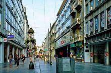 米哈伊洛大公街,紧邻卡莱梅格丹城堡,是贝尔格莱德最负盛名的商业街,街道两旁林立着许多19世纪末的代表