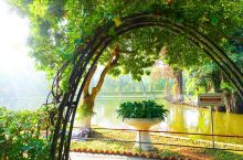 """胡志明故居 """"斯是陋室,唯吾德馨"""",胡志明的生活正是对《陋室铭》现代版、越南版的诠释。故居花园则是幽"""