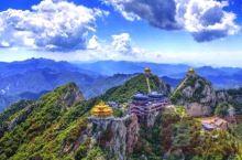 老君山,本名景室山,道教主流圣地,老君山是秦岭余脉八百里伏牛山的主峰。         老君山自北魏